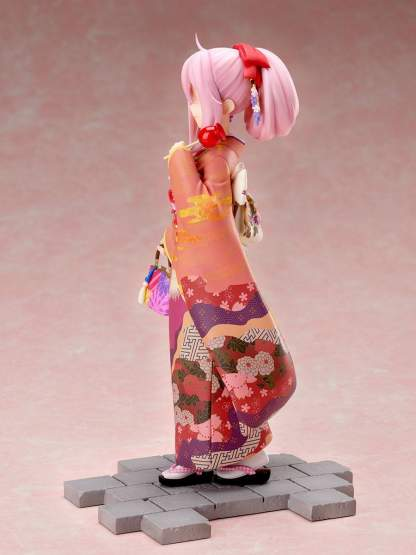 Nadeshiko Kagamihara Furisode Version (Laid-Back Camp) PVC-Statue 1/7 21cm FuRyu